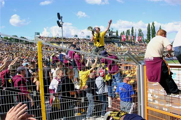 penonton sepak bola